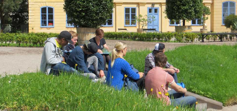 Students from a local gymnasium learn how to use plants to solve a crime in The Linnaeus Garden.
