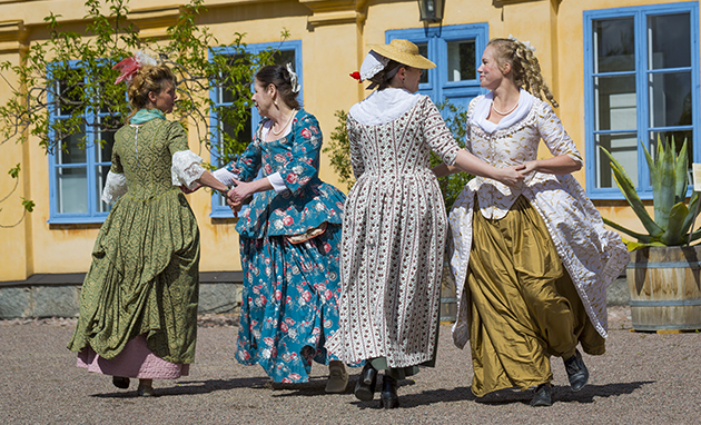 The group Branicula and The Dancing Masters performing an 18th Century Dance at the Linnaeus's Garden Party. Foto Ana Vera Burin Burrata